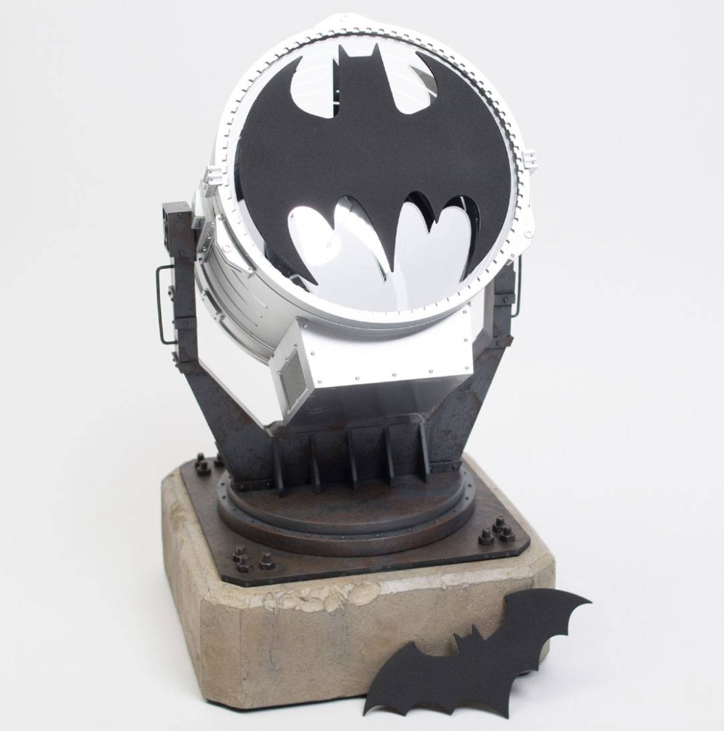 DC Collectibles Batman Bat Signal - WILLYA Magazine: Sports ...