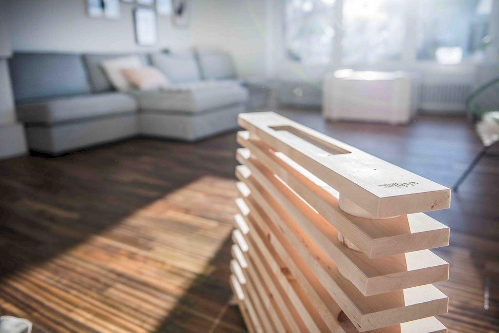 Zirbenholz-Lüfter im Wohnzimmer