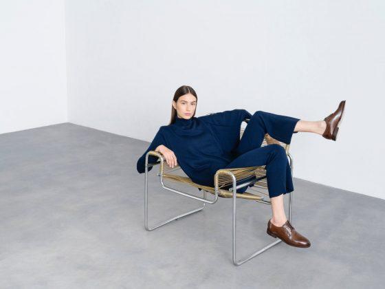 Frau im eleganten Business Outfit