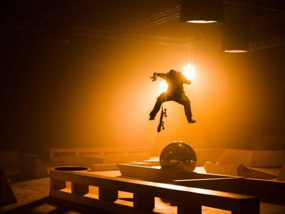 Skateboarder im Schatten
